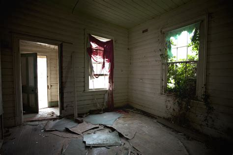 inside haunted house inside real old haunted houses bing images