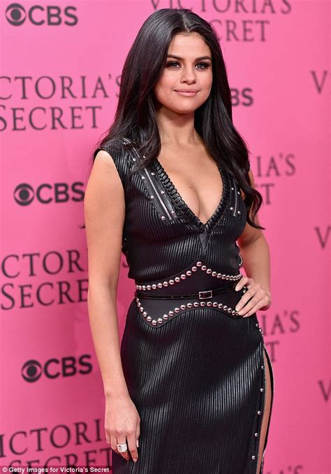 Selena Gomez wears busty gown on Victoria?s Secret Fashion Show 2015 red carpet   Daily Mail Online