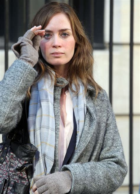 emily blunt trailer the girl on the train starring emily blunt gets a trailer