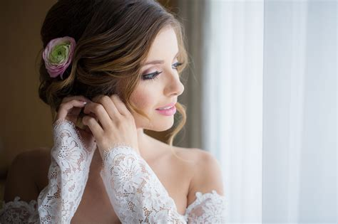 bridal wedding photography 10 bridal poses for wedding photographers slr lounge