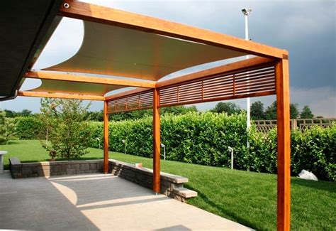 costruire tettoia in legno tettoie in legno pergole e tettoie da giardino