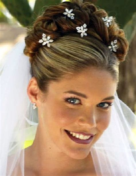 Wedding Updo Hairstyles With Accessories by Wedding Updos For Medium Length Hair The Different