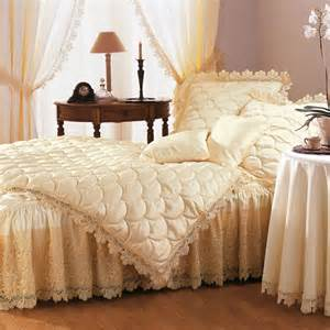 couvre lit 2 pers 2 volants ivoire frais de
