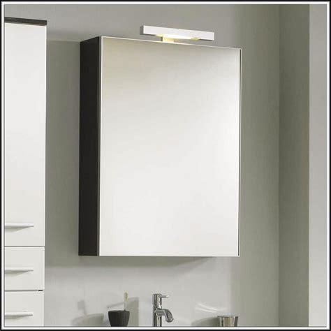 badezimmer spiegelschrank beleuchtung spiegelschrank badezimmer mit beleuchtung