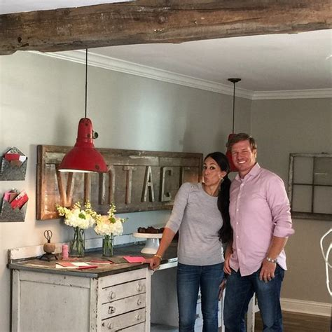 joanna gaines home design ideas a flip or flop viewer discovered tarek el moussa s cancer