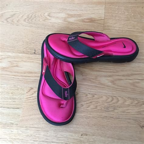 nike comfort foot bed 85 off nike shoes nike flip flops comfort footbed size