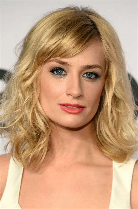 Medium Wavy Hairstyles With Bangs by Beth Behrs Medium Wavy Hairstyle With Bangs Styles