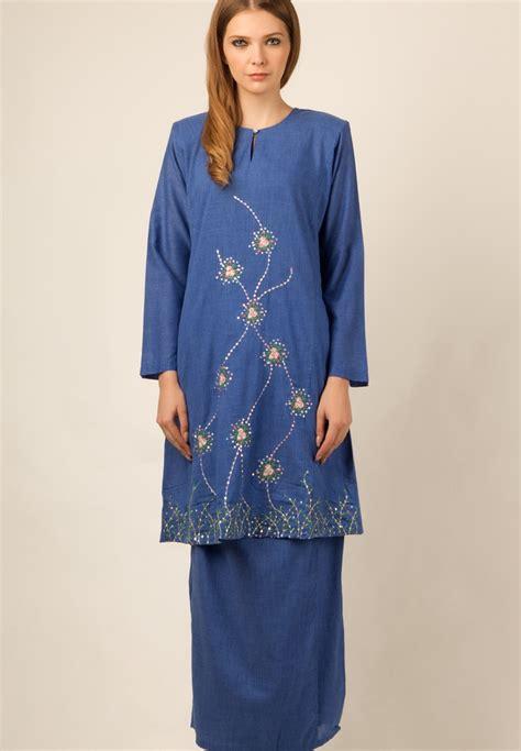 the baju kurung by is a baju kurung pesak made
