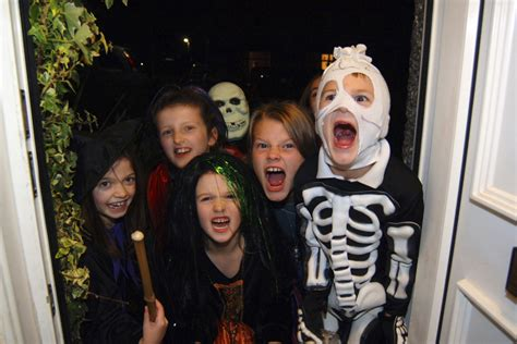 diy halloween costumes  kids  wear   shoes