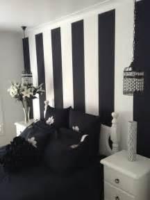 wandtapete schlafzimmer schlafzimmer schwarz 31 beispiele dass schwarze schlafzimmer schick und wohnlich sind