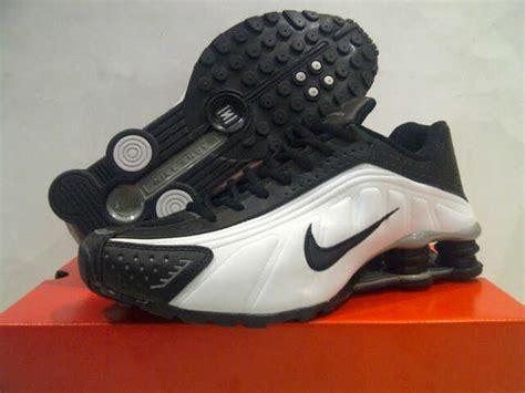 Sepatu Pria Nike Vegasus Made In Black White 39 44 Import sepatu nike shox r4 made in zapatoshop