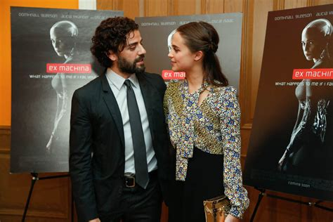 new machina vikander and oscar isaac in ex machina review lainey gossip entertainment update