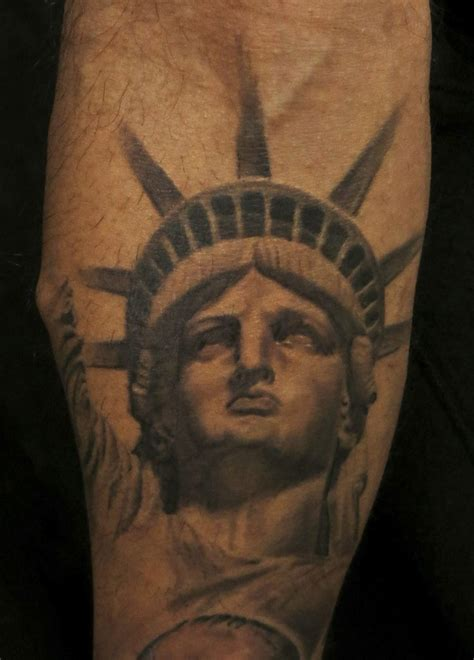 liberty tattoos 25 best ideas about statue of liberty on