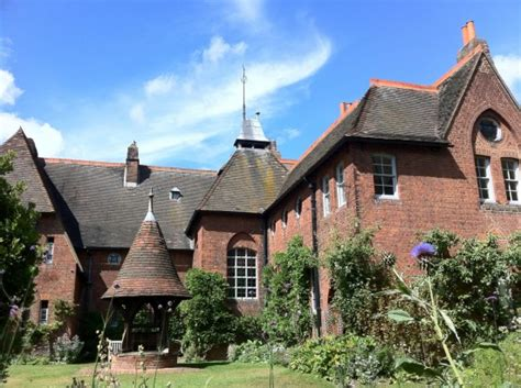 red houses william morris and the arts and crafts revival transforming cities