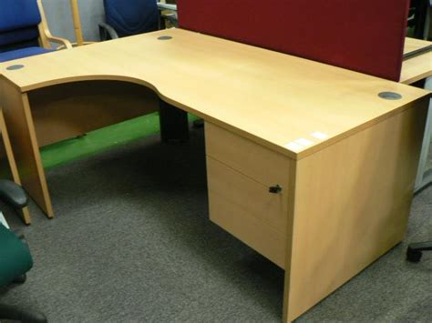 About Office Desks How To Choose Them What Different Types Of Office Desks