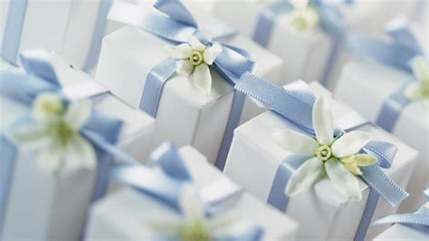 Guest Etiquette: How Much to Spend on a Wedding Gift