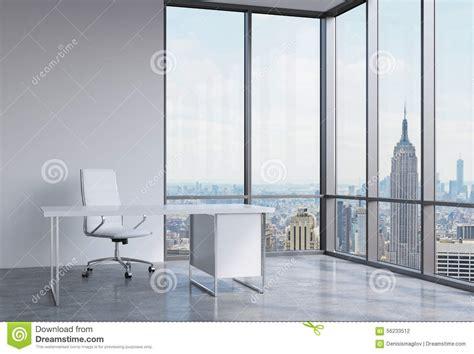 ufficio finanziario un posto di lavoro in un ufficio panoramico d angolo