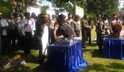 Topi Import A For Asep Agung Achmad Topi Bordir Baseball Topi Golf T 1 bupati muara enim dan kapolda sumsel musnahkan senpira palugadanews