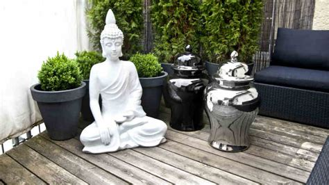 lioni esterni per giardino westwing decorazioni da giardino vasi e statue per esterni