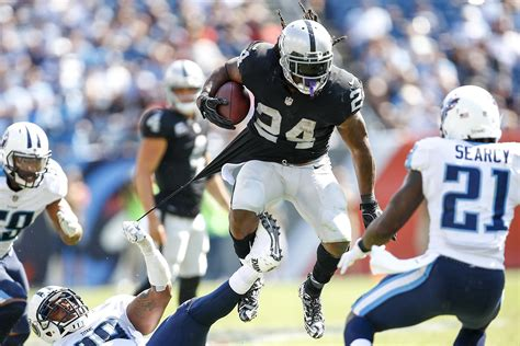 Marshawn Lynch Criminal Record Raiders Marshawn Lynch Makes Statement With Highlight Reel Run Sfgate