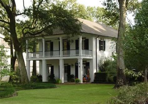 plantation style the 25 best plantation style homes ideas on