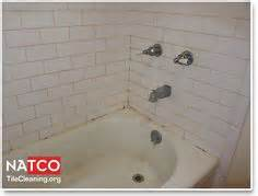how to clean a dirty bathtub 1000 images about how to clean and re caulk a bathtub on