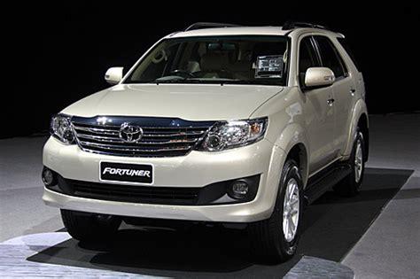 toyota fortuner facelift unveiled autocar india