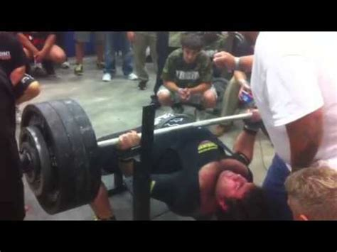 700 bench press matt poursoltani 700 pound bench press by justdoit