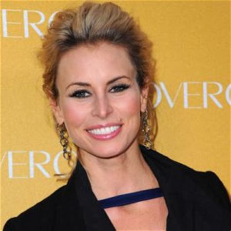 news bytes supermodel niki taylor shows giving blood is image gallery niki taylor