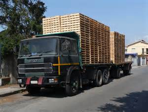 truck file fiat truck with pallets jpg