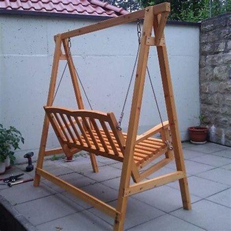 dondolo per giardino dondolo da giardino in legno a 2 posti con tettoia in