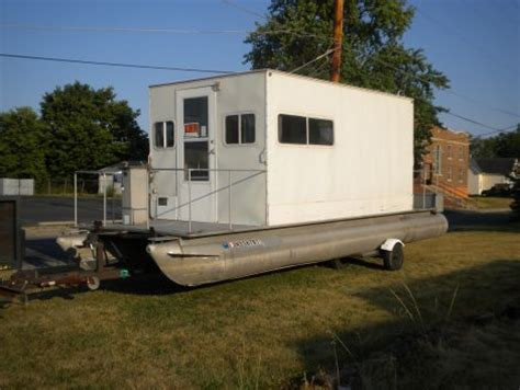 small boats for sale in my area 2005 funtoon houseboat 28 houseboat for sale in muncie in