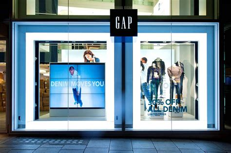 digital window videos oxford gap store digital technologies retail design visual merchandising store design
