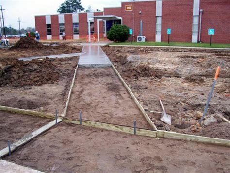 Cost To Pour Garage Foundation by Concrete Contractors Repair Pour Concrete Driveway