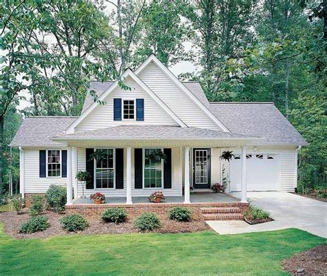 small 2 car garage homes cute 25 best ideas about small farmhouse plans on pinterest