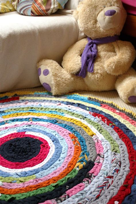 Diy T Shirt Crochet Rug by 15 Diy Rug Ideas How To Make A Rug On Scratchandstitch