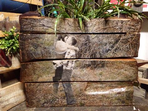 rustic outdoor photos make great pallet portraits by rear