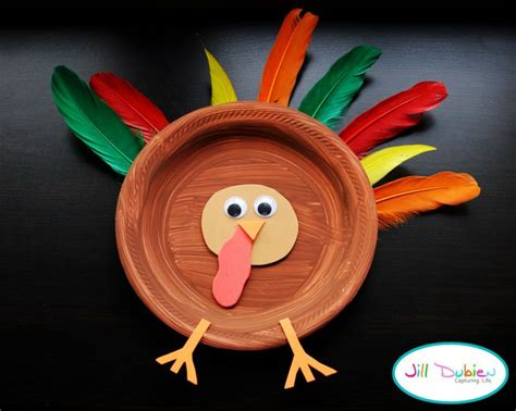 A Paper Turkey - easy paper plate turkey thanksgiving