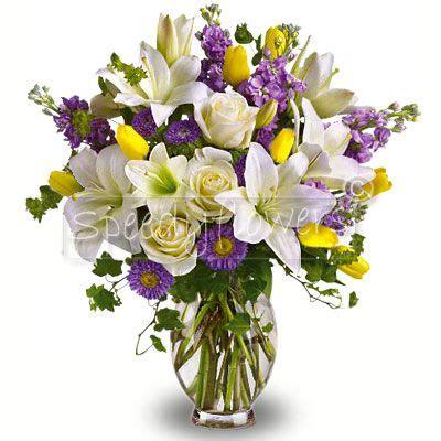 mazzi di fiori per compleanni consegnare bouquet di fiori bianchi lilla e gialli per