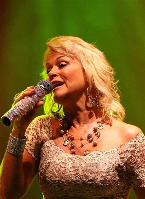 lorrie morgan a moment in time youtube recent photos of lorrie lorrie morgan captures a moment