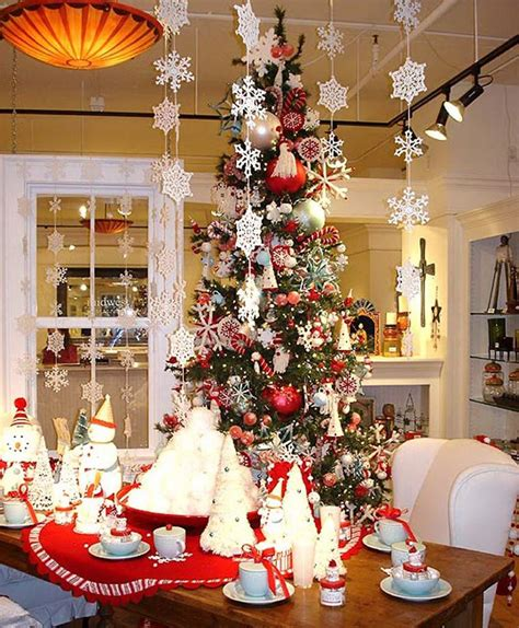 christmas decorating themes 25 simple christmas decorating ideas