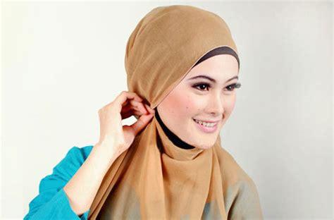 Jilbab Segiempat Bonjela Polos Tengah 2 cara pakai jilbab segi empat polos sederhana dan modis