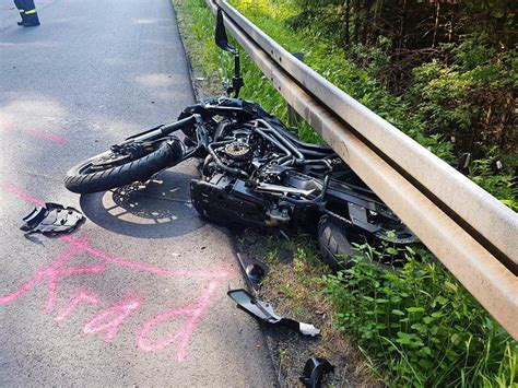 Motorradunfall 54 J Hriger by Motorrad Prallt Mit Zusammen 54 J 228 Hriger Stirbt An