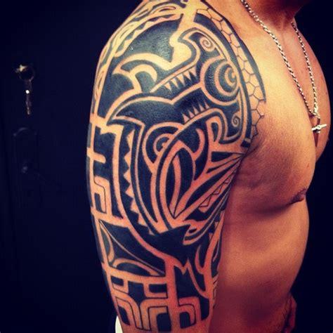 tattoo tribal no braço e ombro mais de 1000 ideias sobre maori ombro no pinterest maori