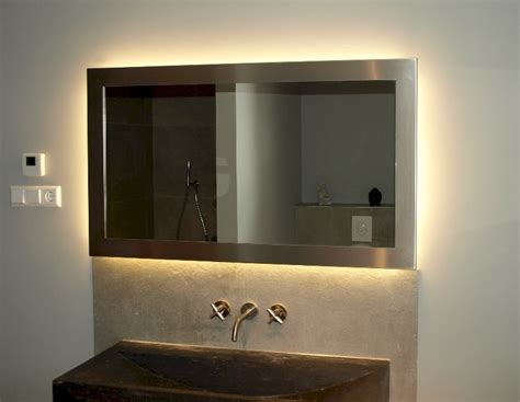 verwarmde badkamerspiegel met verlichting badkamerspiegel op maat spiegels voorbeelden