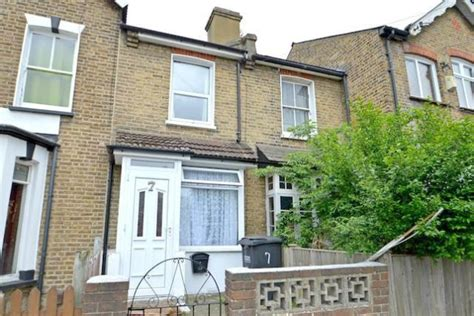 two bedroom house for sale in london 2 bedroom terraced house for sale in cobden road london se25