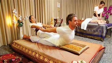 massaggio su futon massaggio thai tecniche e principali benefici