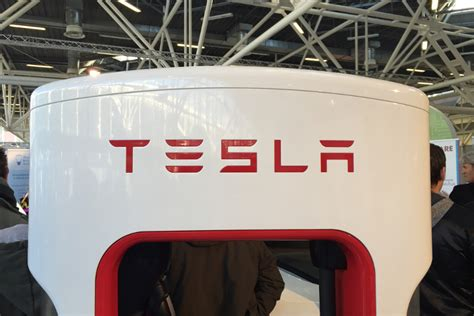 tesla battery change new tesla battery could take your home the grid