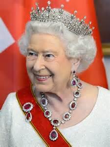 queen elizabeth the surprising reason queen elizabeth was late for dinner