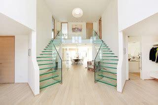 foyer treppen treppen ganz aus glas foyer treppen modern treppen